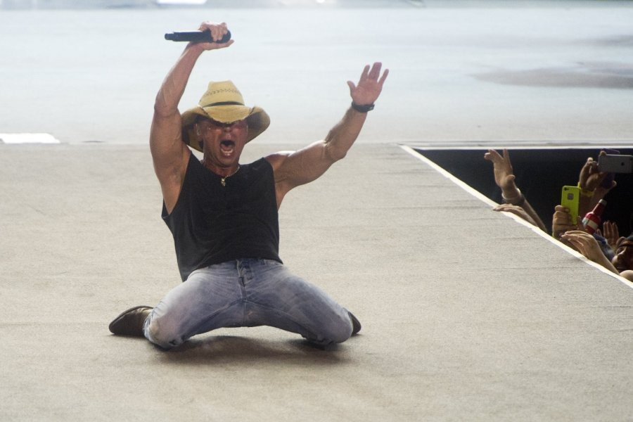 Kenny Chesney returns 10/27: LIVE IN NO SHOES NATION ...