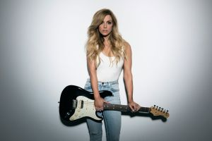 """Country star Lindsey Ell debuts music video for """"Criminal"""", as song approaches U.S. Country Radio Top 20"""