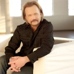 "Country music legend Travis Tritt joins Shania Twain and Jake Owen for USA network's ""Real Country"""