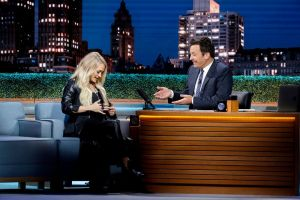 """Carrie Underwood shares critically acclaimed """"Cry Pretty"""" with the world"""