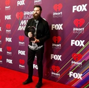 Jordan Davis wins Best New Country Artist at iHeartRadio Music Awards