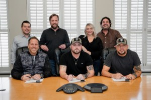 Tyler Farr signs with Broken Bow Records/Night Train Records