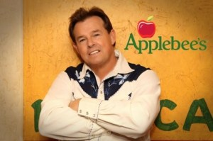 "New Applebee's TV commercial sizzles with Sammy Kershaw tune, ""Grillin' and Chillin'"""
