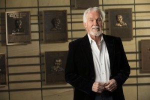 Country music artists react to passing of Kenny Rogers