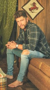 """Chris Lane gives an inside look at his headline tour with """"Big, Big Plans"""" live video"""