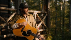 "(Tune In):  Canaan Smith premieres ""Cabin In The Woods"" on CMT"