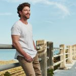 Chris Lane's tenderhearted tribute to his Mom