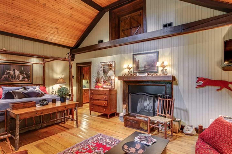 Miranda Lambert's Tennessee Farm - Relaxing Master Retreat