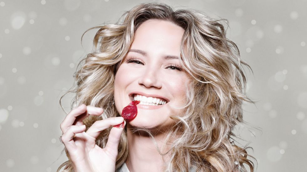Album Review: Jennifer Nettles, To Celebrate Christmas – Country ...