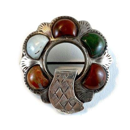 Buckled Badge Agate Kilt Pin