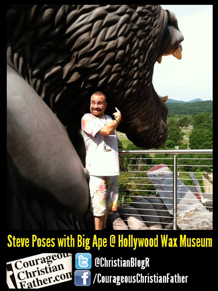 Steve Poses with Big Ape @ Hollywood Wax Museum