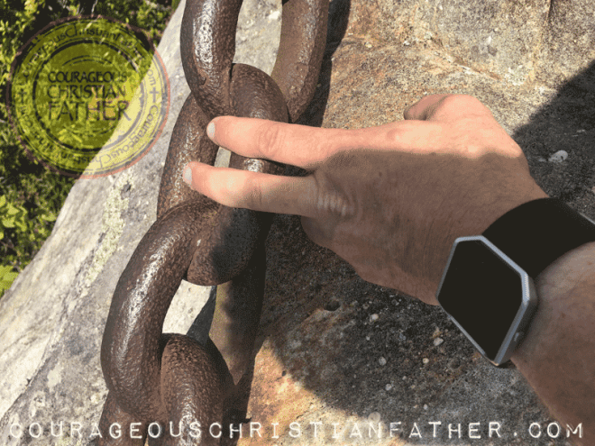 Thickness of the chain at Chained Rock in Pineville, KY at Pine Mountain State Resort Park | Photo Credit Heather of SimplySpokn