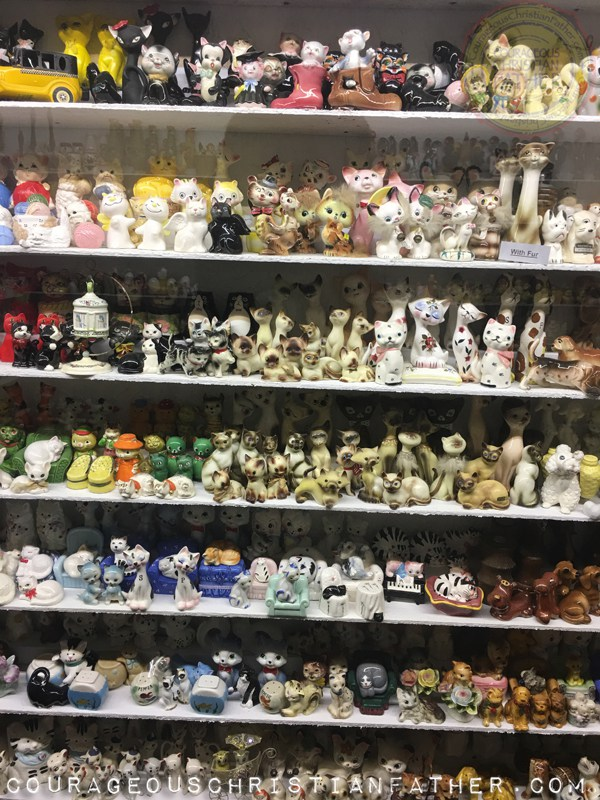Museum of Salt and Pepper Shakers – Collection of Cat Salt Shakers & Cat Pepper Shakers