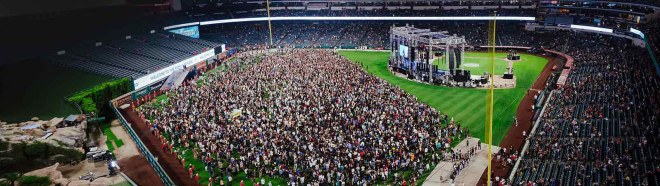 10,000 Turn to Christ at SoCal Harvest