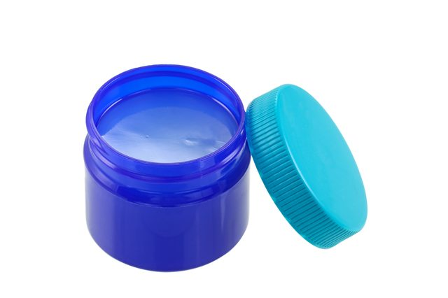 30 Vapor Rub Uses - That menthol rub we usually apply to our chest when we have a head cold or congestion also has other uses. Check out this list of 30 uses of Vapor Rub. #VaporRub