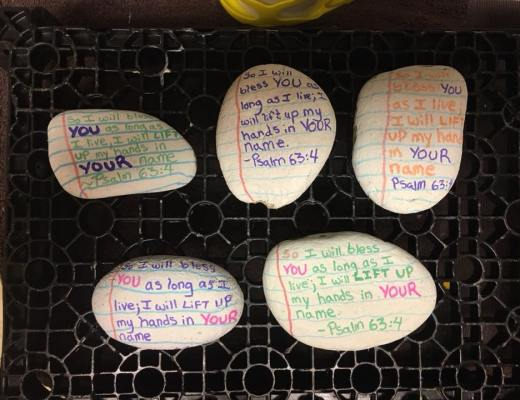 Using kindness rocks to share the gospel - You can use Kindness Rocks to share the gospel! (Kindness Rocks with Bible Verses On them) #KindnessRocks