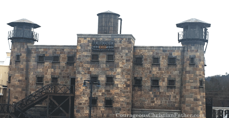 Alcatraz East Crime Museum Review - Like to learn about crime, law enforcement, CSI, prisons, court etc. Take a tour in Alcatraz East. East for being on the East Coast. With this week's Travel Thursday takes us to Pigeon Forge, TN. | Photo: Steve Patterson