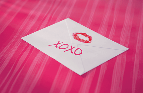 "How did ""XO"" come to symbolize kisses and hugs? ""XO"" is widely recognized as symbolic of wishing ""hugs and kisses"" to a letter's intended recipient. This tradition is such an ingrained part of romantic letter writing that few may stop to pause and wonder just how the letters ""XO"" came to symbolize hugs and kisses. #XO"