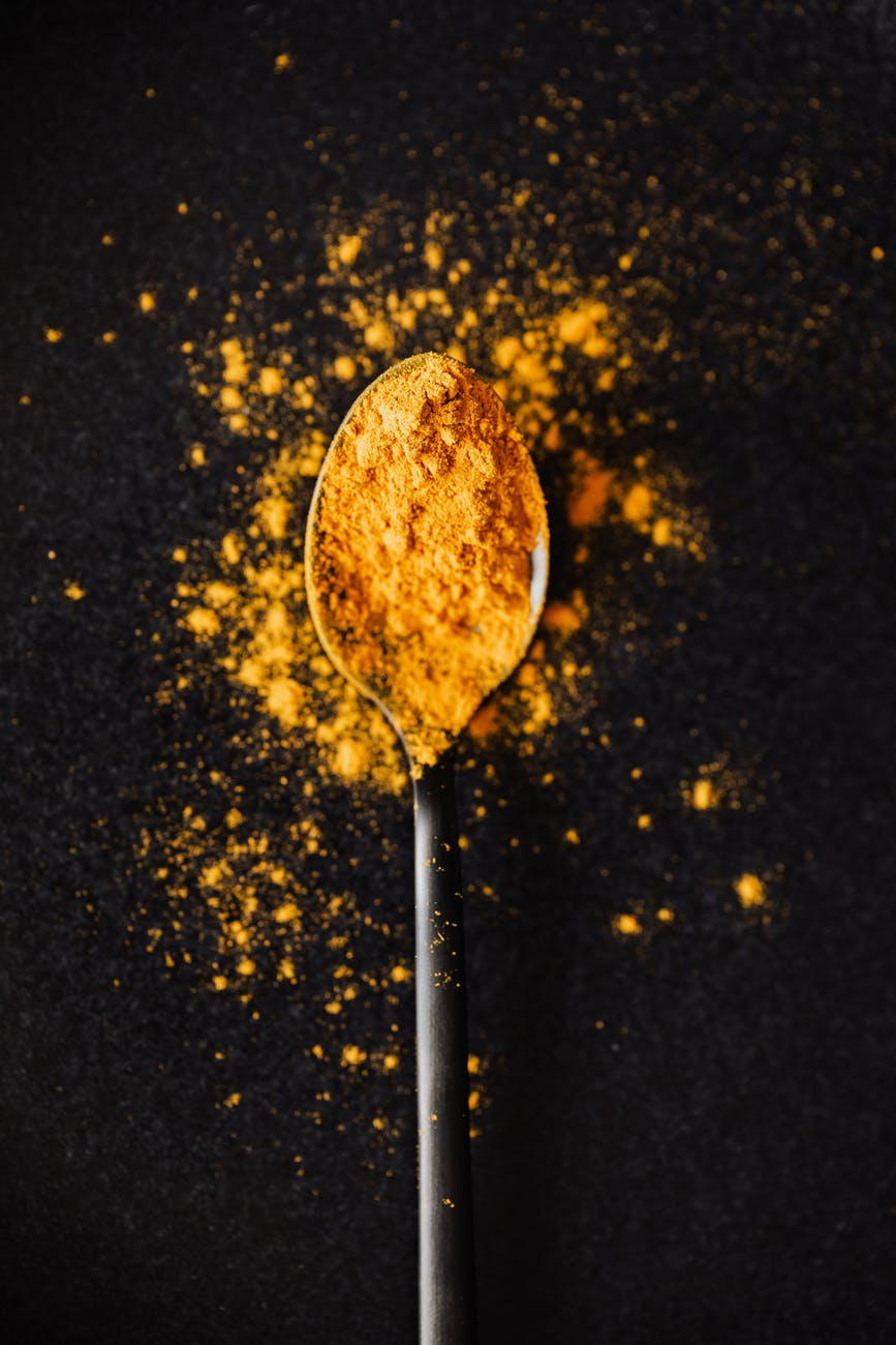 Herbs and spices that can promote healthy hearts - Garlic and even cayenne pepper may already be staples in many people's kitchens, but that's not necessarily so with turmeric. A yellow spice often used when preparing Indian foods, turmeric has anti-inflammatory properties thanks to curcumin, the part of turmeric responsible for giving it its yellow color. Experts acknowledge that turmeric needs to be studied more to definitively conclude its effects on heart health, but WebMD notes that one small study indicated that turmeric can help ward off heart attacks in people who have had bypass surgery. Photo by Karolina Grabowska Pexels