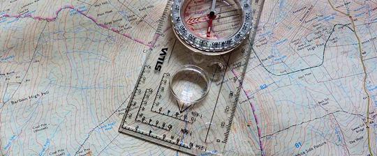 boussole-carte-checklist-rando-coureur-des-bois