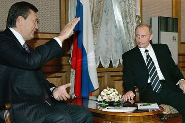 Russian President Vladimir Putin meets then-Prime Minister Yanukovych during a visit to Kiev, Ukraine, on Dec. 22, 2006. (Photo via Wikipedia Commons)