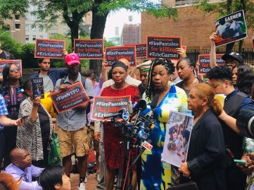 Gwen Carr speaks to supporters outside NYPD headquarters on after closings in the administrative trial of Daniel Pantaleo, the Staten Island police officer who killed her son in 2014 with a chokehold banned by department rules. (Photo by JOSH RUSSELL/Courthouse News Service)