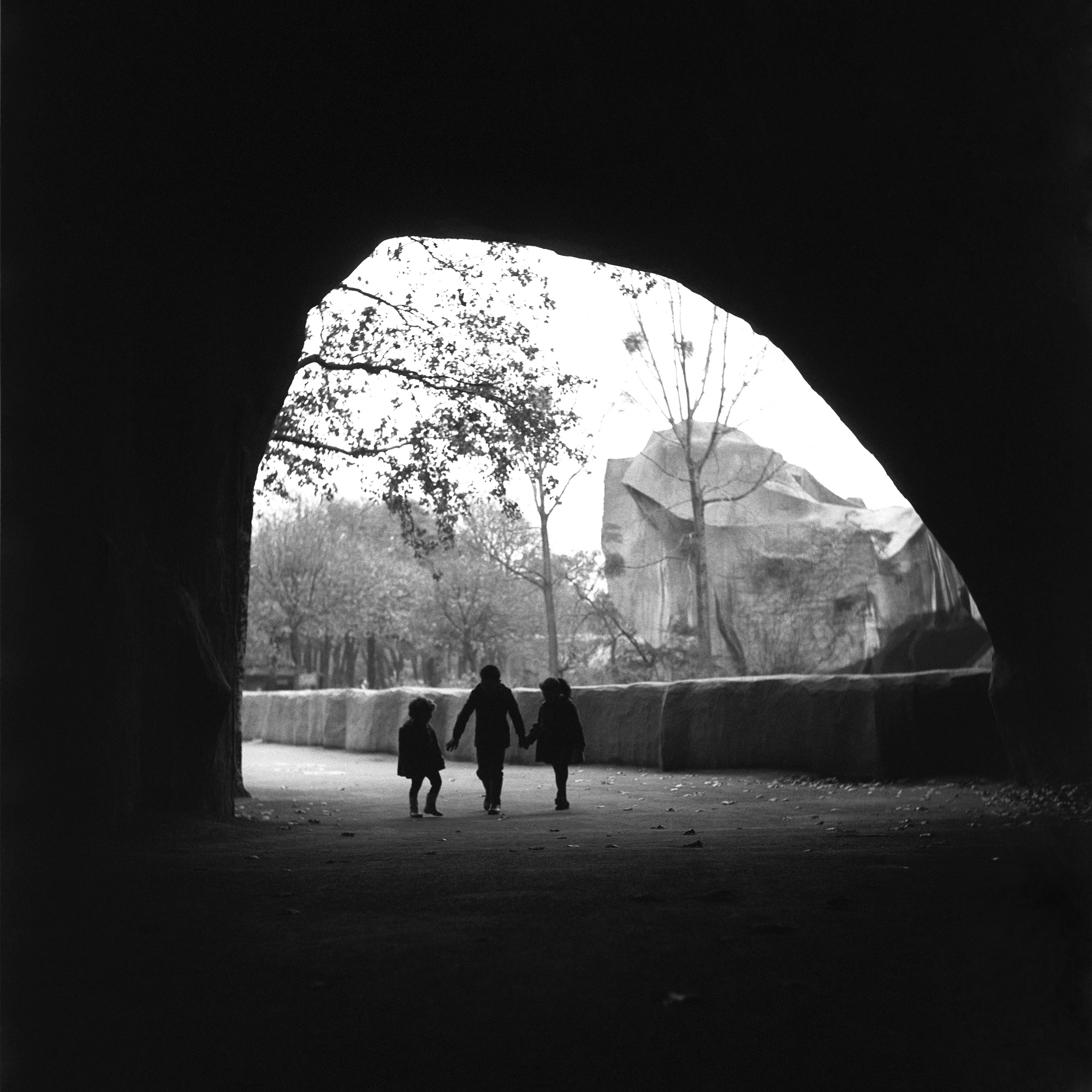 Children walking in Zoo de Vincennes in Paris, 1962