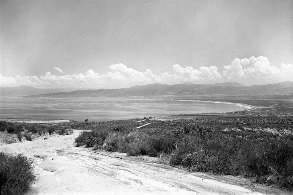 Dirt road to the Pacific, Baja California (Walt Girdner photo)