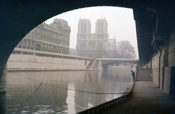 Notre Dame and the quay along the Seine. From Walt Girdner's Paris collection.