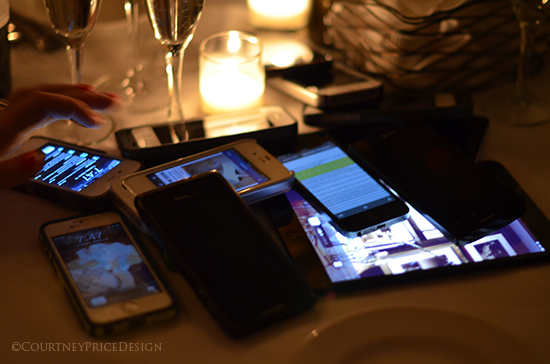 ipads and iphones, dinner with bloggers