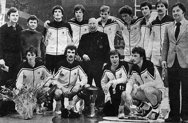 Partizan wins the Korac Cup in 1978. Ivkovic as assistant coach standing first from the left and next to him the legendary head coach, Ranko Zeravica