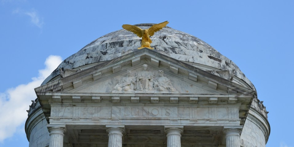 Vicksburg - Dome and Eagle on the Illinois monument