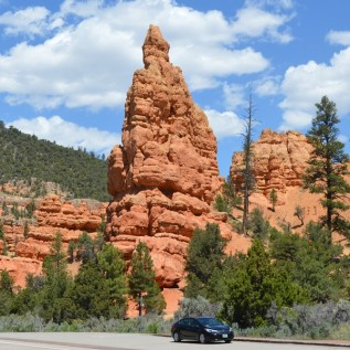 Red Canyon Hoodoos and the car, just to show the size