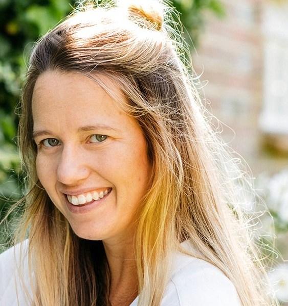 Amber de Savary