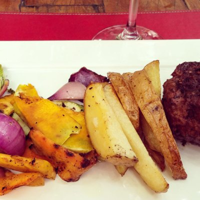 Restaurante & Adega Zino Hambúrguer com legumes   Cozinha do João