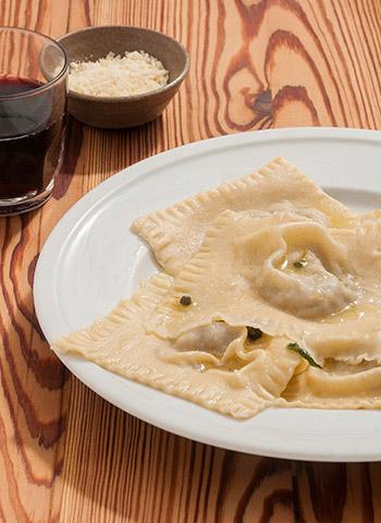 Ravioli de alcachofra e queijo brie com manteiga de sálvia e pimenta verde | Cozinha do João