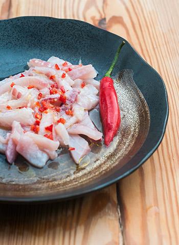 Receita peruana de peixe branco e pimenta Tiradito | Cozinha do João