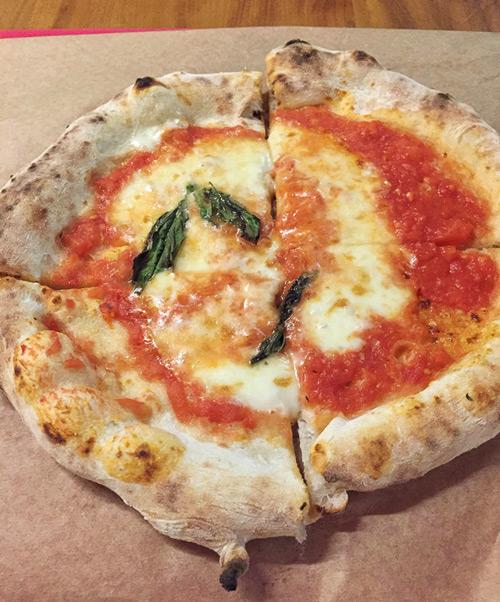 Pizza Margherita da Napoli Centrale no Mercado de Pinheiros | CJ