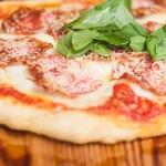 Receita de pizza de pepperoni com salame serrano espanhol | Cozinha do João