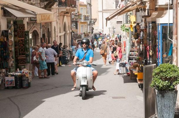 Vida cotidiana na viagem para Sicília, na Itália: Taormina | Cozinha do João