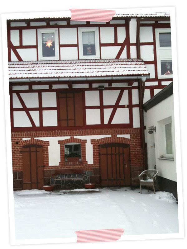 Unser Haus im Schnee hübsch gefunden.