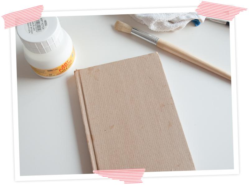 Tolle Upcycling Idee für Selbermacher. Notizbuch mit Packpapier aufhübschen.