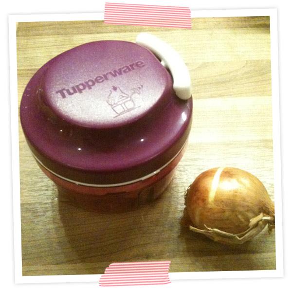 Mein neuer bester Freund :-) Zwiebeln schneiden ohne heulen und noch ein paar Dinge mehr :-) Danke MAMA!!