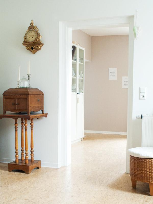 Blick ins Eßzimmer. Das Tischgrammophon aus den 20er Jahren habe ich von meiner Oma geerbt.