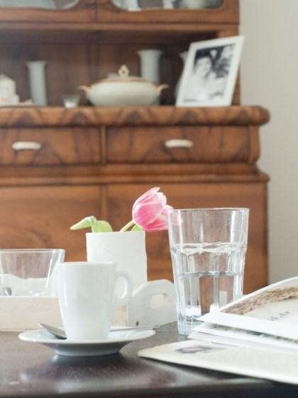 Just Relax. Entspannung pur bei einer Tasse Espresso und einem schönen Buch