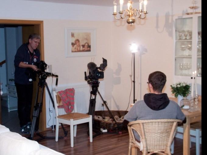 IDanny von Cozy & Cuddly im Fernsehen (WDR). Erstmal das Licht aufbauen.