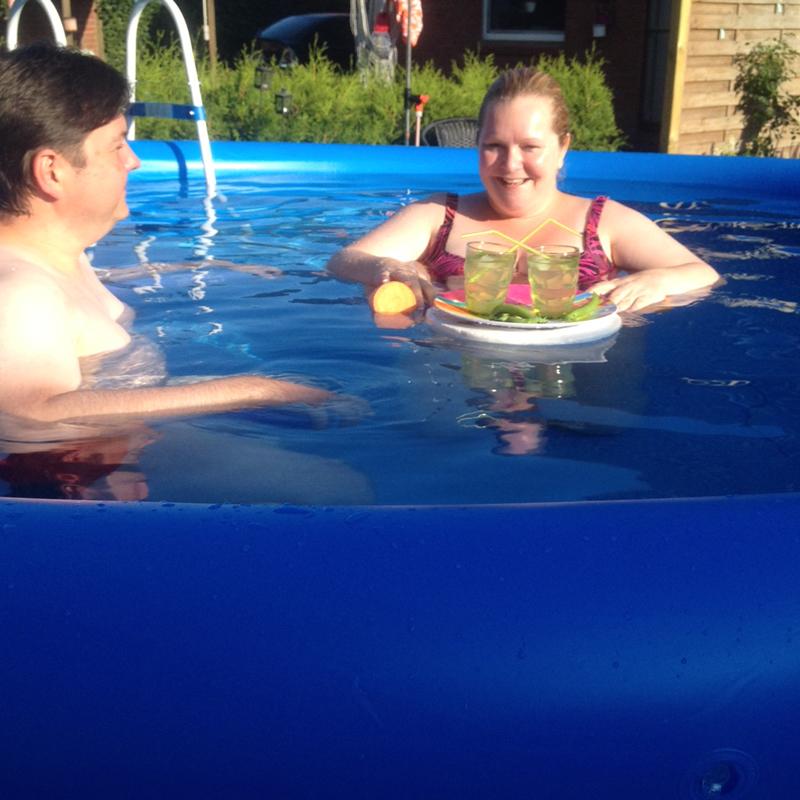...und natürlich den tollen Pool getestet...Mit Sonne und Cocktails, aber ohne Schirmchen :-)