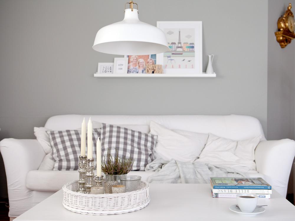 wir streichen die bl de gelbe wand eine wochenend aktion. Black Bedroom Furniture Sets. Home Design Ideas
