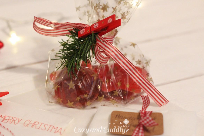 Adventskalender Tag6: Anleitung für handgemachte Seife. Ideal zum Basteln für Weihnachten mit Kindern