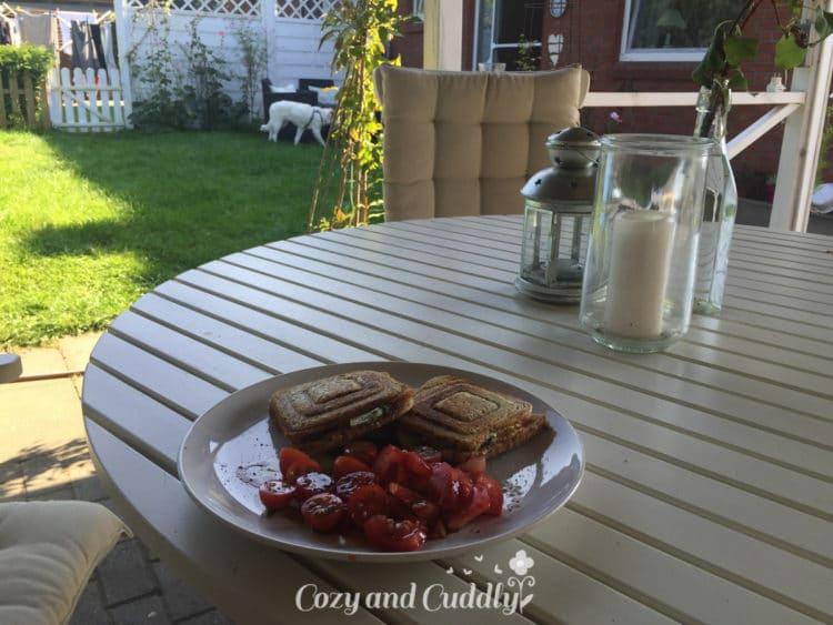 Das Mittagessen wieder im Garten genossen. Verrückter September